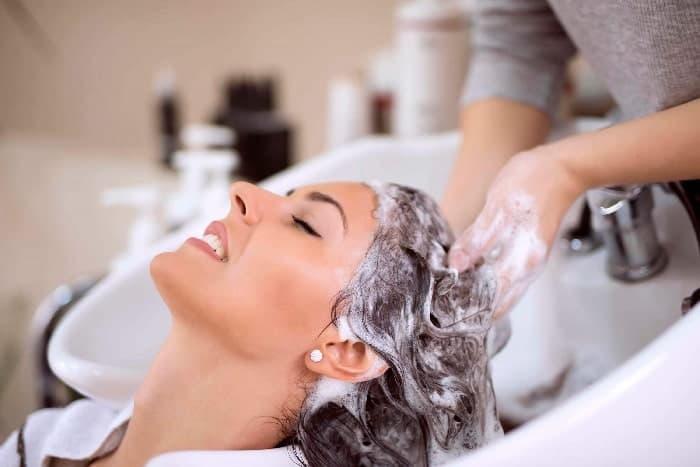 Волосы следует мыть максимум два раза в неделю